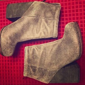 Size 5 heeled ankle booties